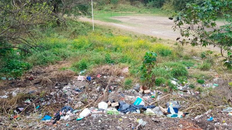 Perros hallaron restos de un feto en un basural de Paraná.