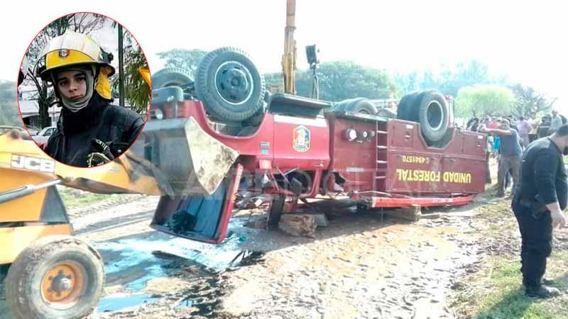 Joven bombero murió al volcar la autobomba.-