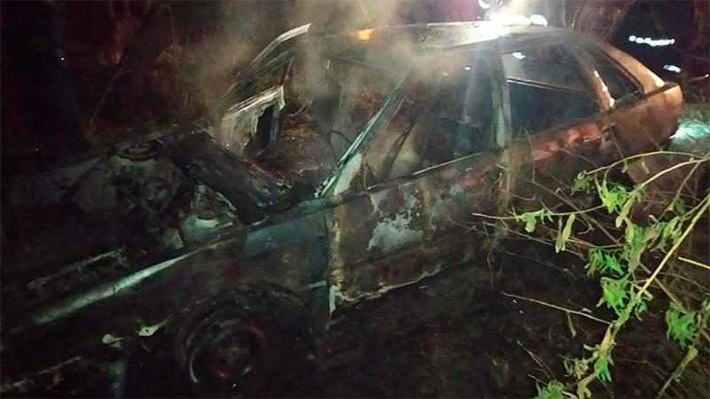 Quemaron dos autos abandonados: Se presume que el fuego fue intencional.-