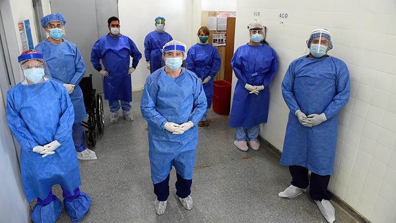 Trabajadores del Hospital Posadas (Télam).-