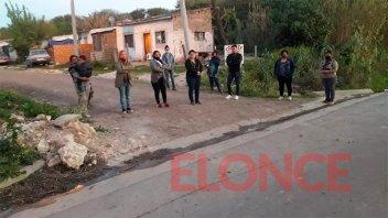 Vecinos de barrios Los Berros reclamaron por mejoramientos de calles