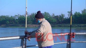 Nuevas habilitaciones: Pescador se acercó desde temprano a probar pique