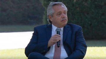 Fernández impulsará una Ley de Educación Ambiental y la jura al medio ambiente