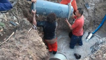 Repararon caño de agua: El servicio se reestablecería totalmente a la medianoche