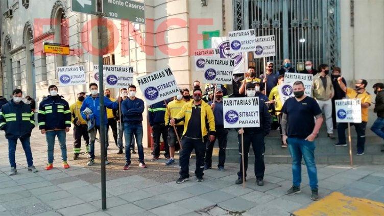 Trabajadores protestaron frente a la sede del Correo Argentino en Paraná