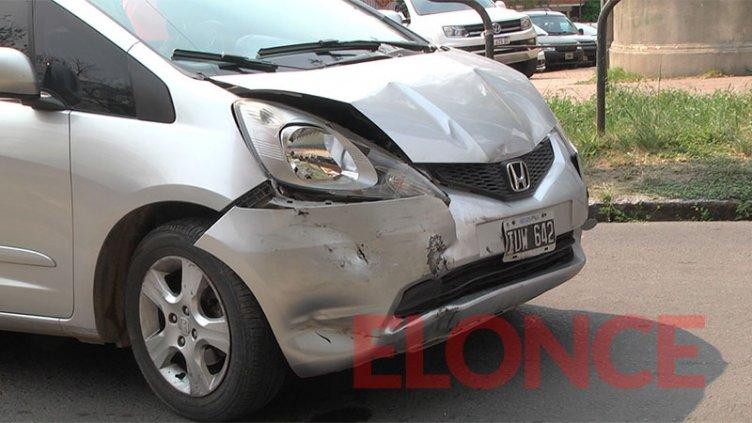 Imágenes: Conductor se desmayó al volante y chocó contra dos autos