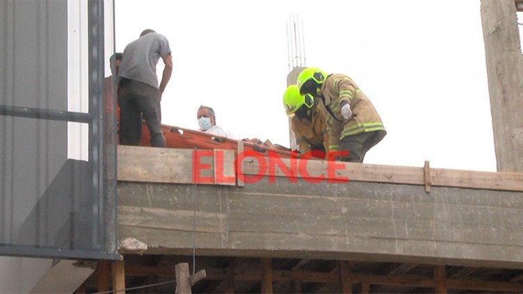 Obrero cayó desde cinco metros de altura en Paraná y debió ser hospitalizado