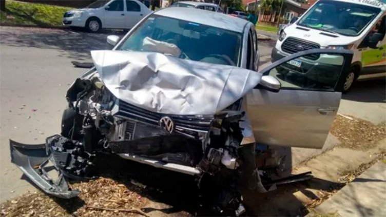 Hospitalizaron a una mujer y un niño tras grave accidente en Lebensohn y Báez