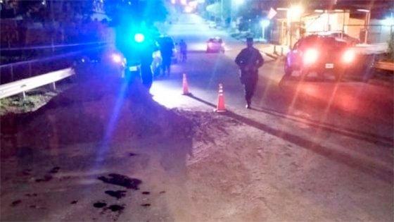 Motociclista chocó montículo de tierra en avenida de Paraná y fue hospitalizado