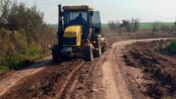 Vialidad trabaja en la reconstrucción de caminos del departamento Victoria