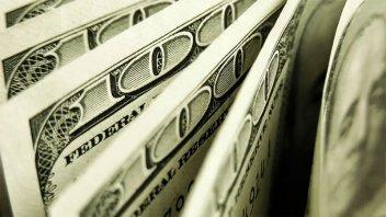Nuevo récord del dólar blue: quedó a cinco pesos de los 200