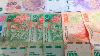 Gobierno analiza segundo pago del bono de $15.000 y extenderlo a más distritos