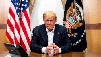Donald Trump deja el hospital y afirma sentirse