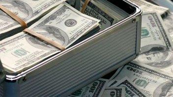 El dólar blue subió cinco pesos en dos días y cerró a $163