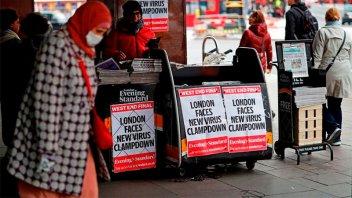 Inglaterra implementa un nuevo sistema de restricciones para frenar contagios