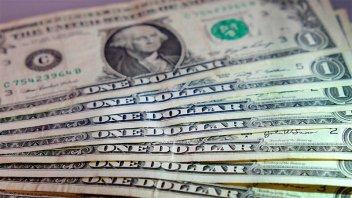 El dólar blue bajó y cerró en $148