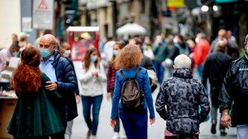 Aplican nuevas restricciones por récord de contagios por Covid-19 en Europa