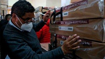 Más de siete millones de bolivianos votan este domingo en medio de la pandemia