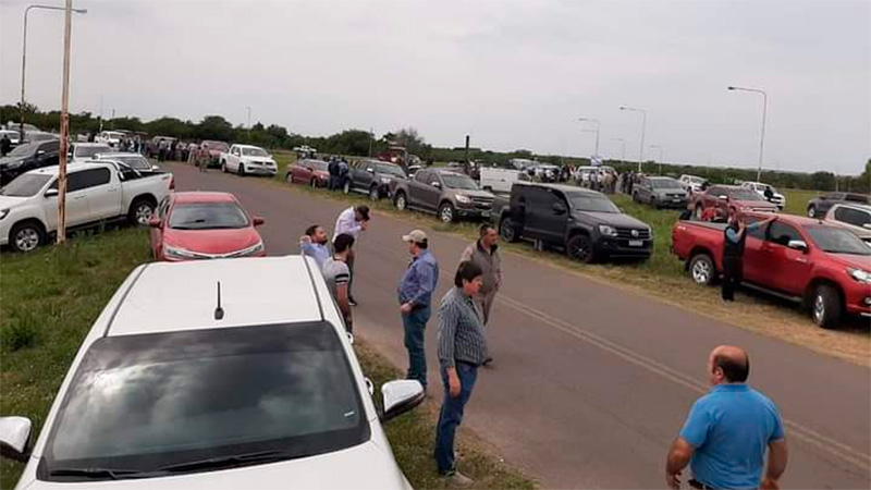 Tras una asamblea, ruralistas se apostaron en ingreso al campo de Etchevehere