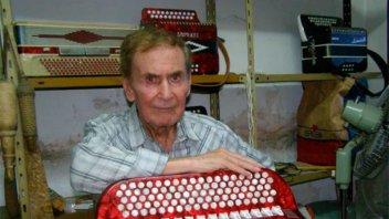 El chamamé de luto: Murió el reconocido acordeonista Roque González