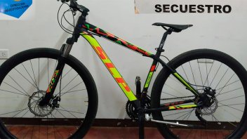 Robaron su bicicleta y la reconoció cuando la vendían en grupo de compra-venta