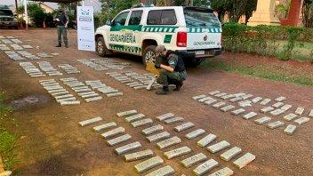Patrulla de gendarmes decomisó 259 kilos de droga ocultos cerca del río Paraná