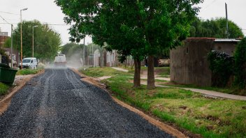 Realizan mejoras en calles de la Vecinal 6 de Febrero