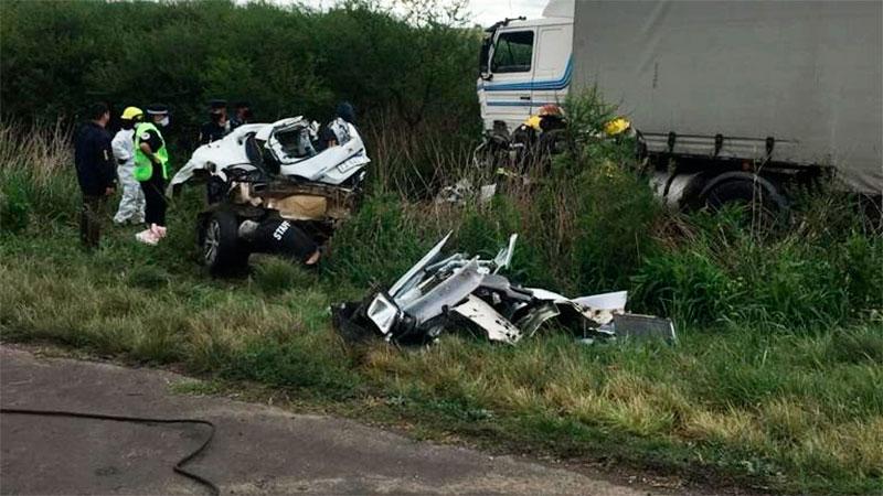 Confirmaron la identidad de la mujer fallecida tras choque entre auto y camión