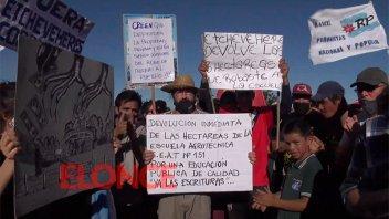 Vecinos de Santa Elena reclamaron por las tierras del Frigorífico y la Escuela