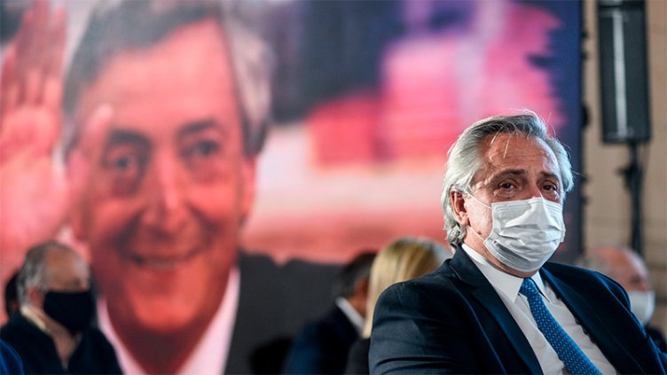 Fernández homenajeó a Néstor Kirchner y prometió cumplir sus promesas de campaña