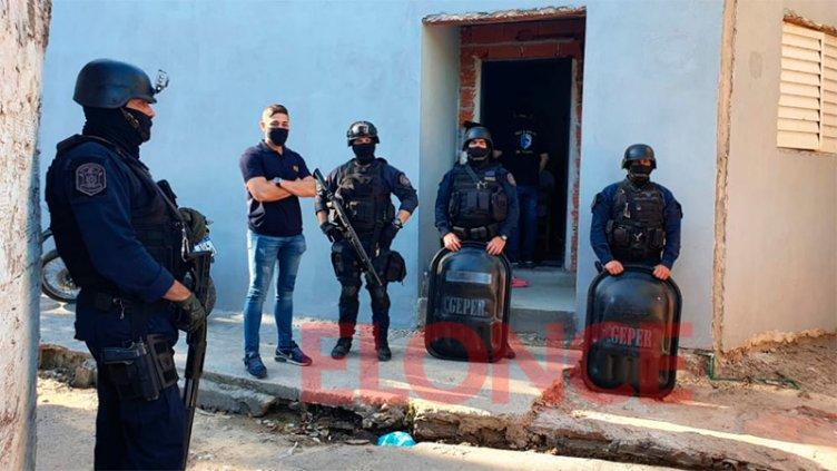 Realizan 14 allanamientos en Puerto Viejo