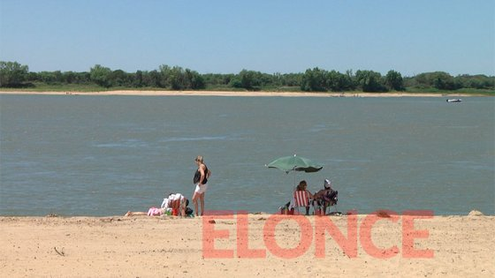 Paranaenses disfrutaron el calor del feriado y visitaron las playas de la ciudad