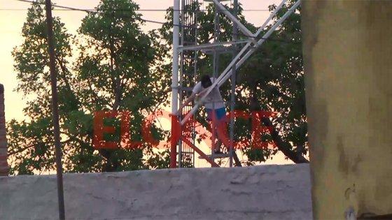 Tras varias horas, adolescente decidió bajar de la antena