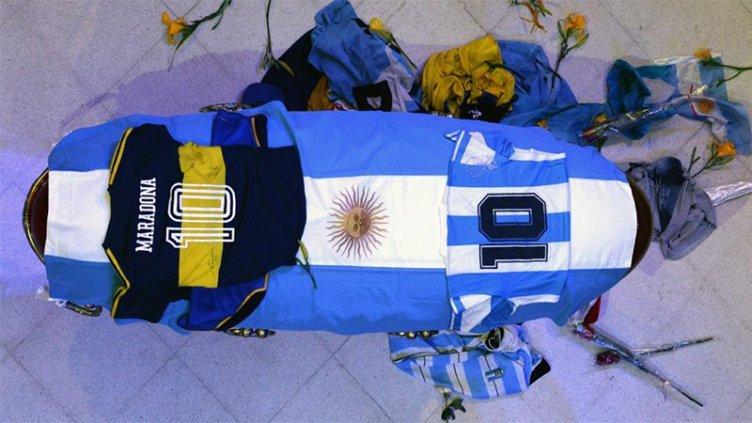 Cómo fue la despedida íntima de familiares y amigos de Maradona