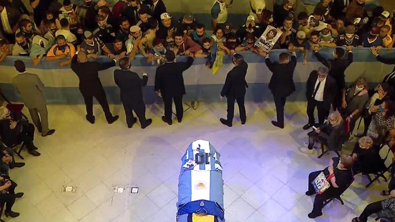 Comenzó el velatorio de Maradona: Una multitud lo despide en Casa Rosada