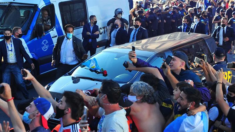 Último adiós a Diego Maradona: partió el cortejo fúnebre