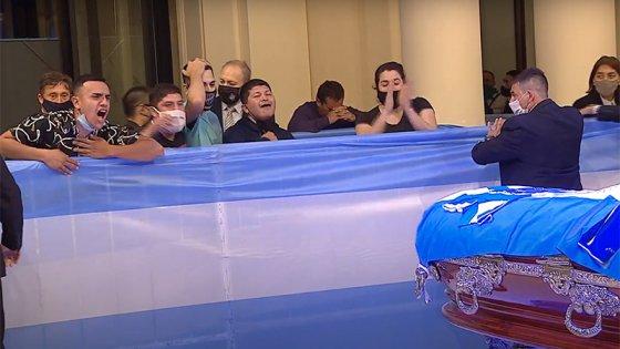El último adiós a Diego Maradona: una multitud lo despide en Casa Rosada
