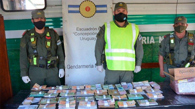 Gendarmería incautó casi $3 millones en Ruta 14: lo llevaban en dos vehículos