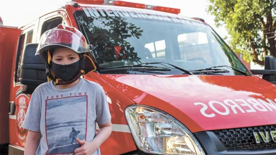 Venció al cáncer, se recuperó de coronavirus y lo pasearon como héroe