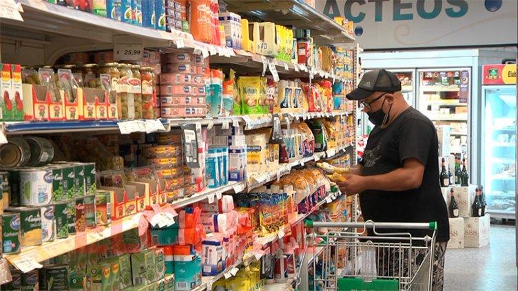 Gobierno apunta a acordar una canasta ampliada para contener la suba de precios