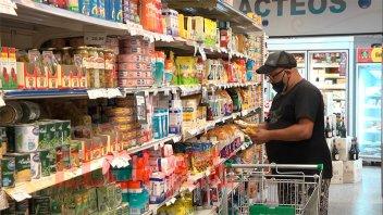 Por alimentos y telecomunicaciones, la inflación se disparó al 4% en enero