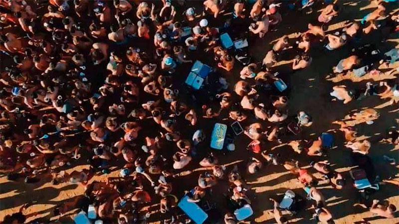 Nuevas fotos de la aglomeración de jóvenes en una de las islas frente a Paraná
