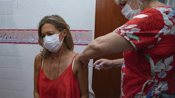 Coronavirus: Quiénes serán los próximos a vacunar y cómo darán  los turnos