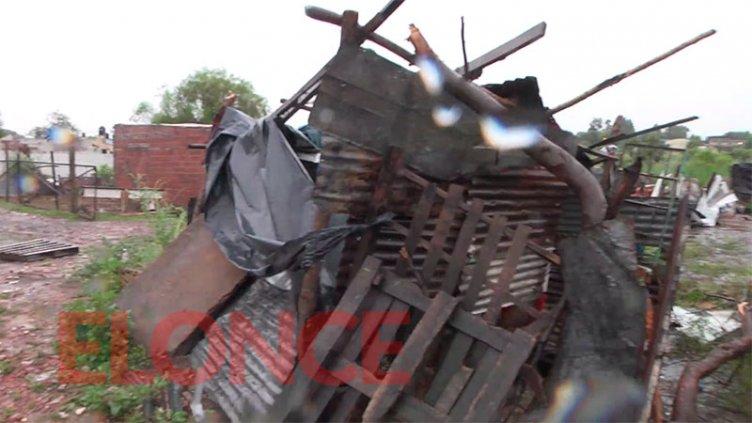 """Diez familias afectadas por el temporal: """"En cinco segundos perdimos todo"""""""