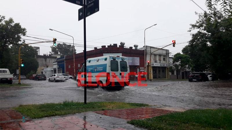 Fuertes lluvias y calles anegadas en Paraná: video de la llegada del temporal