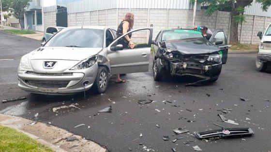 Una mujer fue hospitalizada, tras fuerte choque en una esquina de Paraná