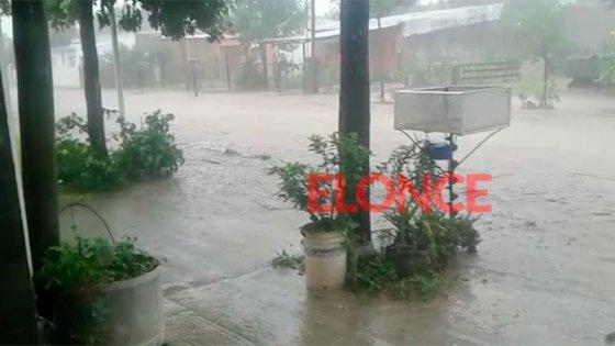 Fuertes precipitaciones y calles anegadas en Paraná: fotos y videos del temporal