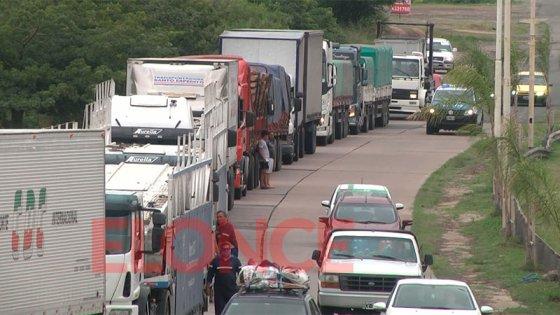 Transportistas impiden que camiones cargados crucen el túnel subfluvial