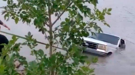 Camioneta cayó al río Gualeguaychú