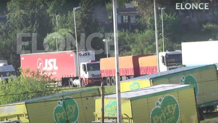 """Largas colas de camiones en Túnel: la protesta sigue """"hasta nuevo aviso"""""""